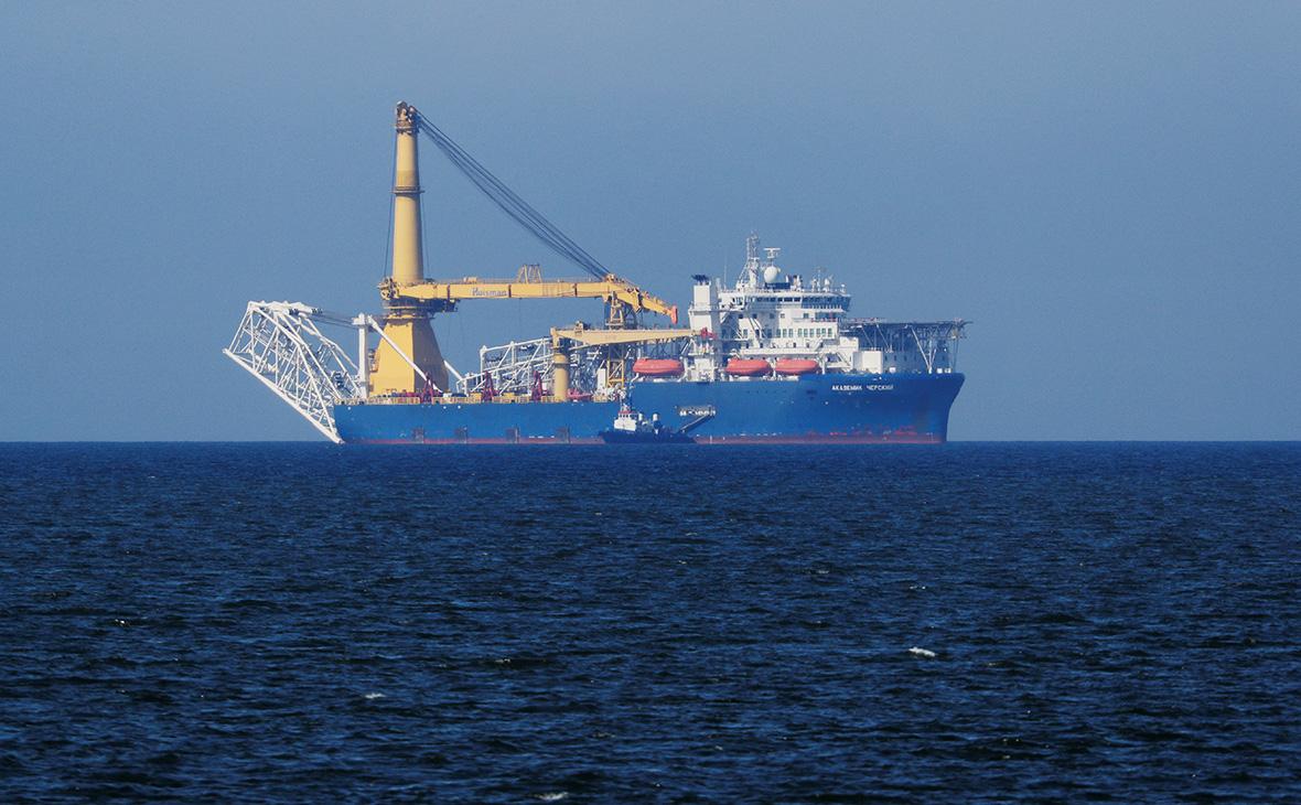 Российское краново-монтажное трубоукладочное судно «Академик Черский»
