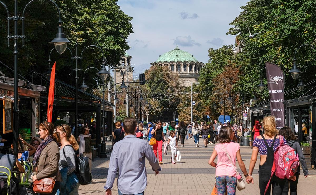Кафедральный собор Святой Недели на площади Ларго в Софии, Болгария