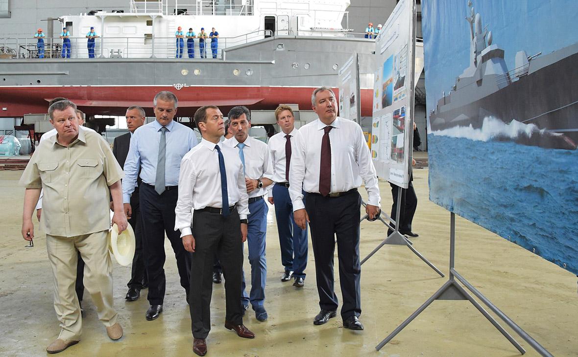 Дмитрий Медведев во время посещения судостроительного завода «Море» в Крыму