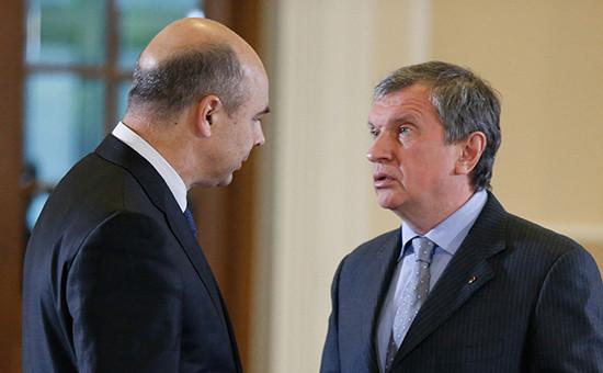 Глава Минфина Антон Силуанов иглава«Роснефти» Игорь Сечин. Фото 2013 года