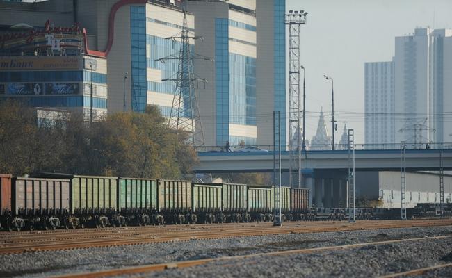 Железнодорожные пути и дома в Москве