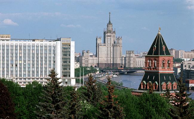 Вид на Котельническую набережную со стороны Кремля, 1976 год