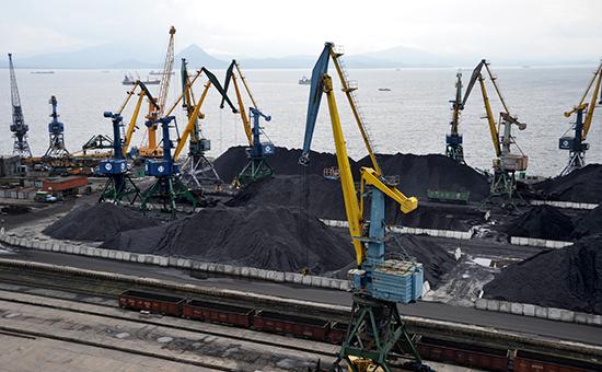 Угольный терминал вНаходкинском морском торговом порту