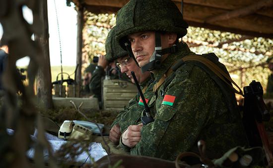 Военнослужащие ВС Белоруссии вовремя совместного российско-белорусского оперативного учения «Щит Союза-2015»