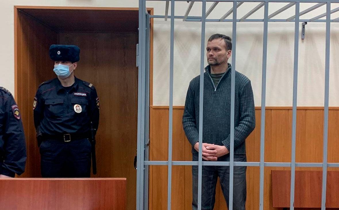 Семен Токмаков, обвиняемый в причастности к совершению убийств с участием Максима Марцинкевича