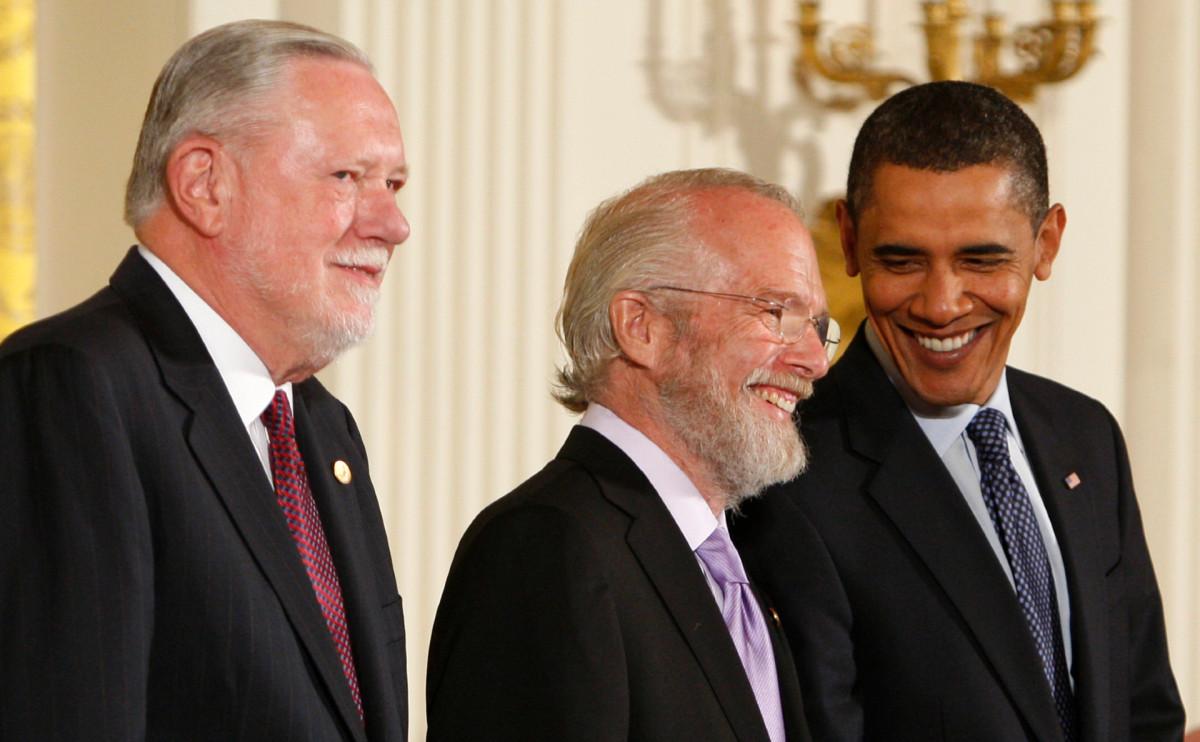 Слева направо: Чарльз Гешке,Джон Уорнок и Барак Обама