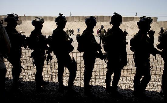 Американские солдаты наблюдают за тренировкойантитеррористической коалиции