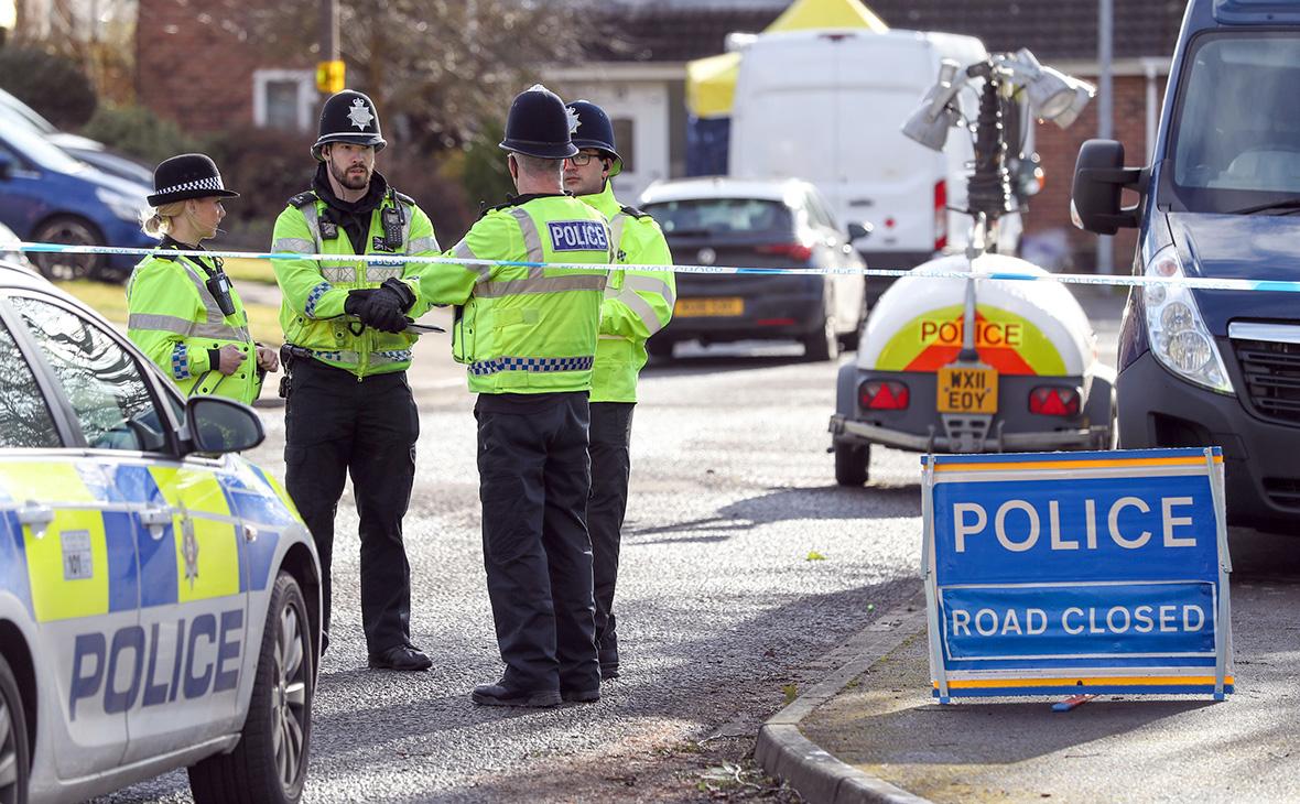 Сотрудники британской полиции на месте происшествия. 6 марта 2018 года