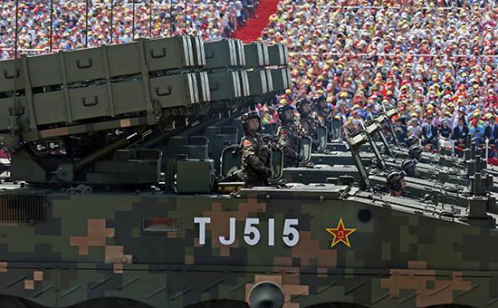 Бронетехника спротивотанковыми ракетными установками напараде вПекине