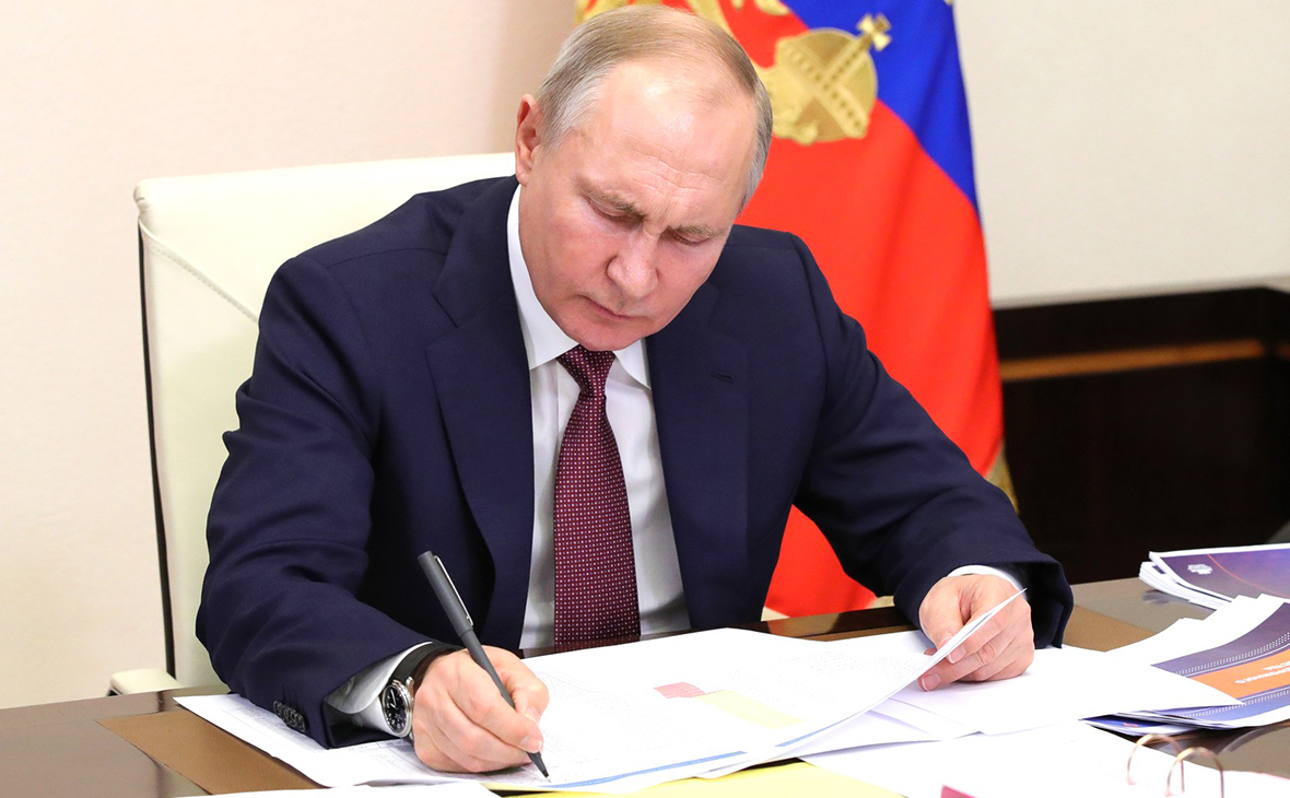 Путин присвоил новое звание самому богатому силовику России