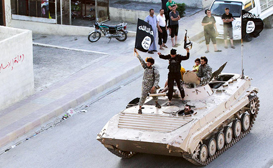 Боевики с флагом «Исламского государства»