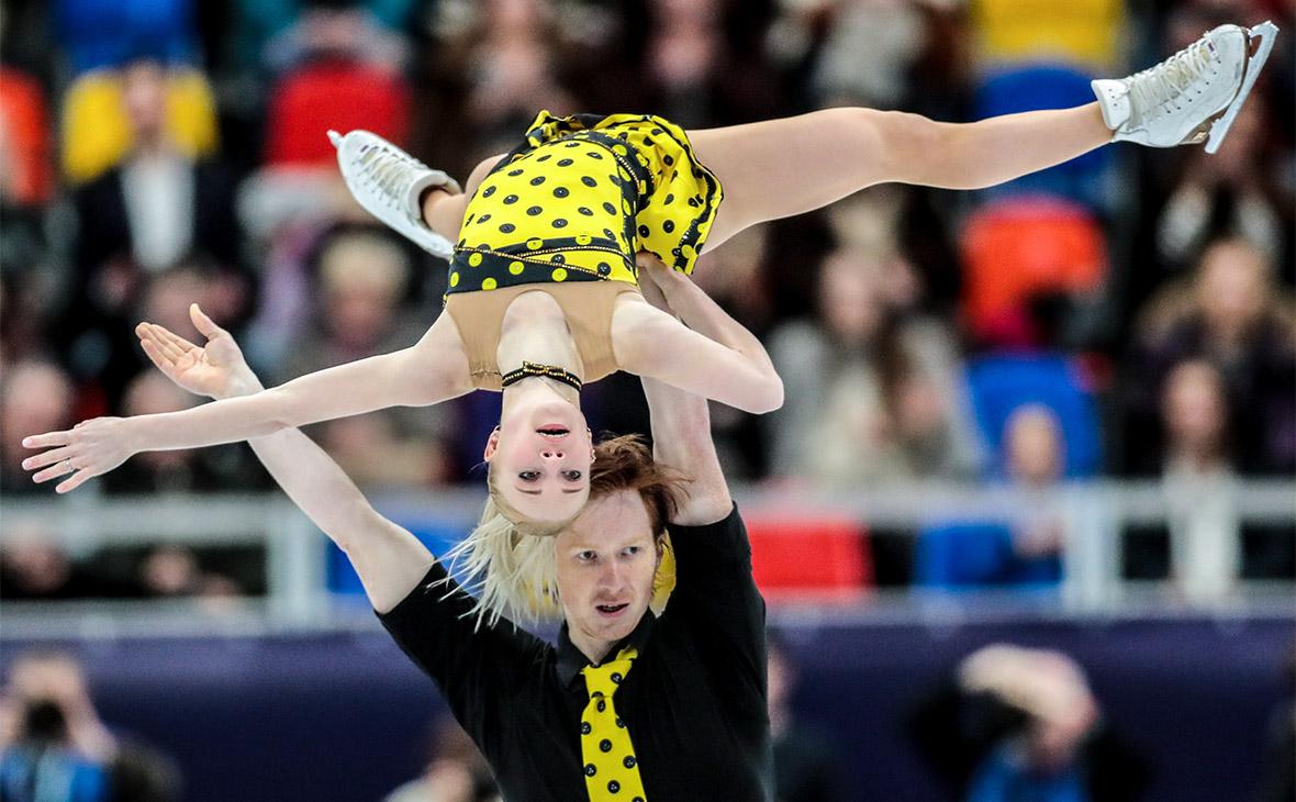 Евгения Тарасова и Владимир Морозов во время выступления на чемпионате Европы по фигурному катанию