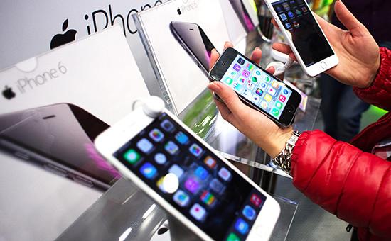 Гаджеты Apple в магазине в Москве