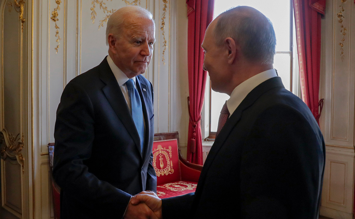 Путин и Байден на встрече в Женеве обменялись подарками :: Политика :: РБК