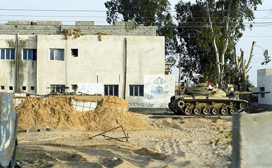 Египетский танк наСинайском полуострове