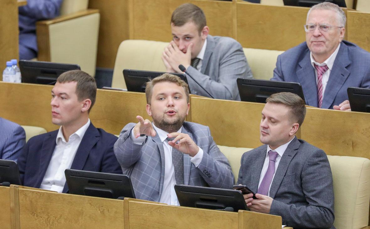 Борис Чернышов (в центрена первом плане)