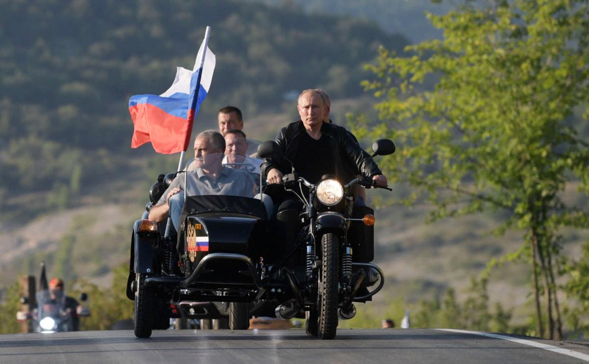 Сергей Аксенов и Владимир Путин (слева направо)