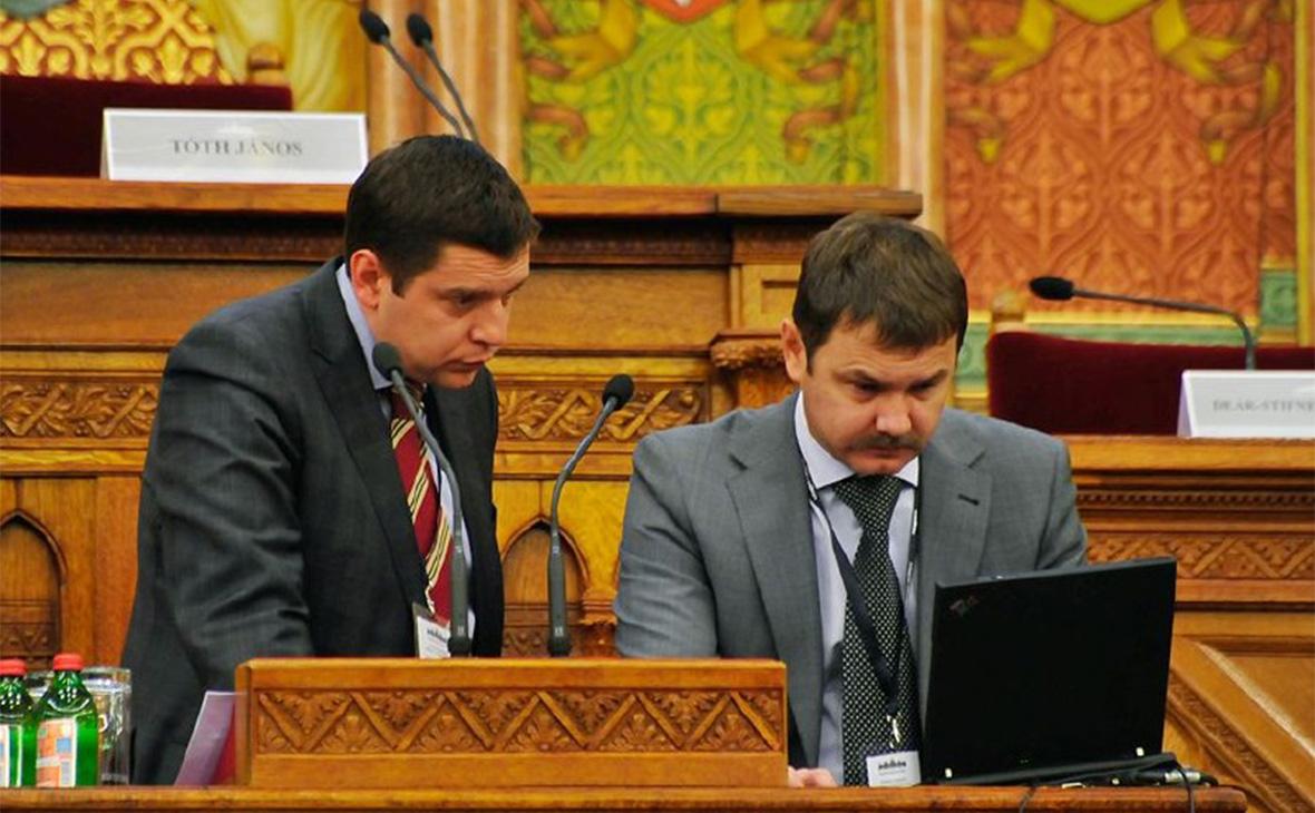 Михаил Бочкарев (справа)