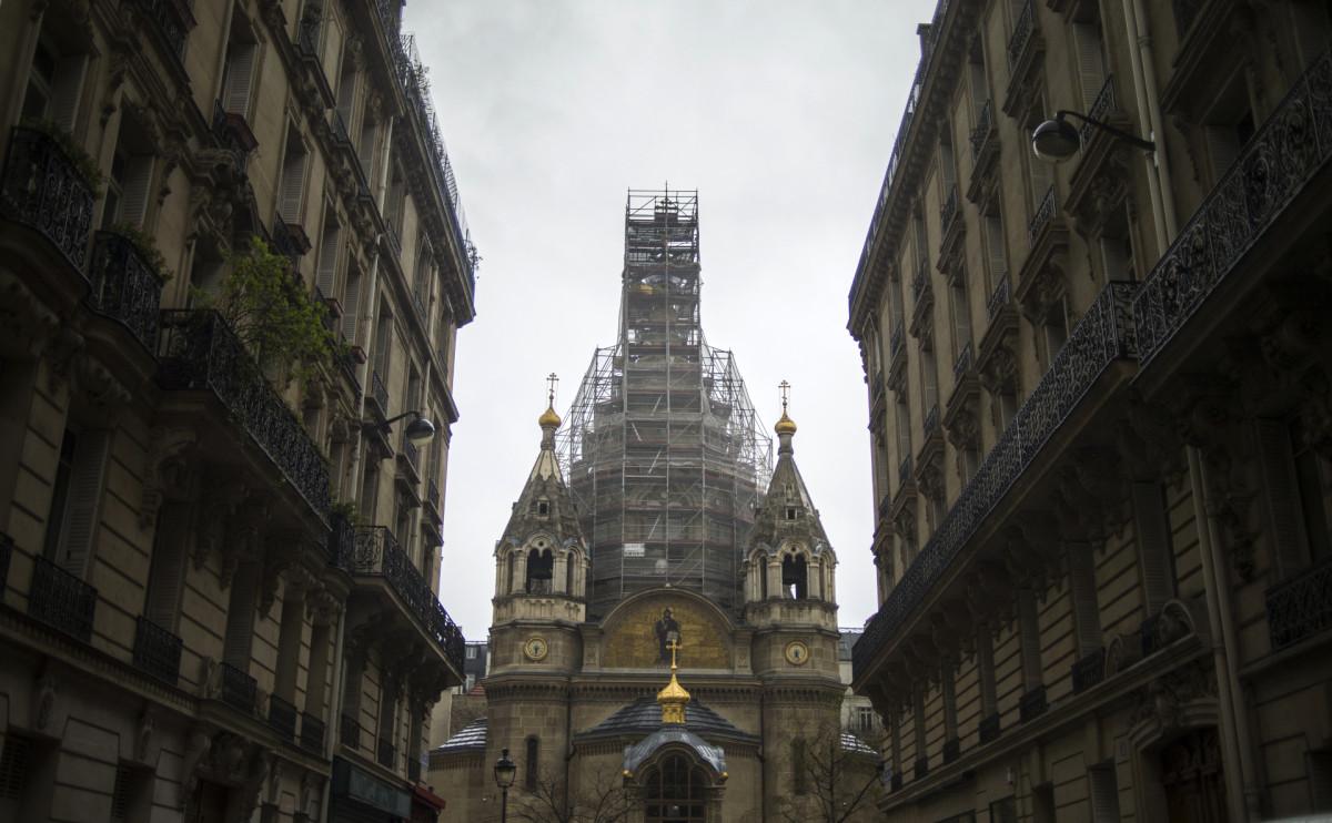 Видна Свято-Александро-Невский кафедральный собор в Париже