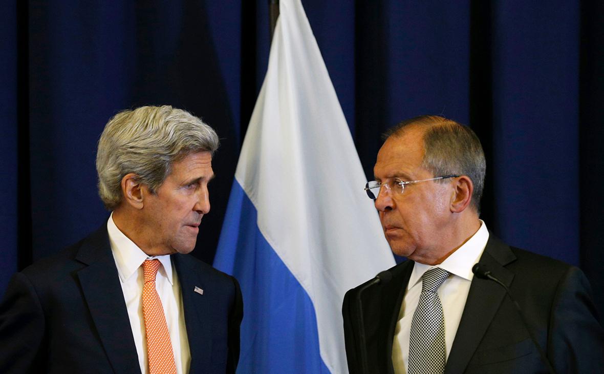 Джон Керри (слева) и Сергей Лавров