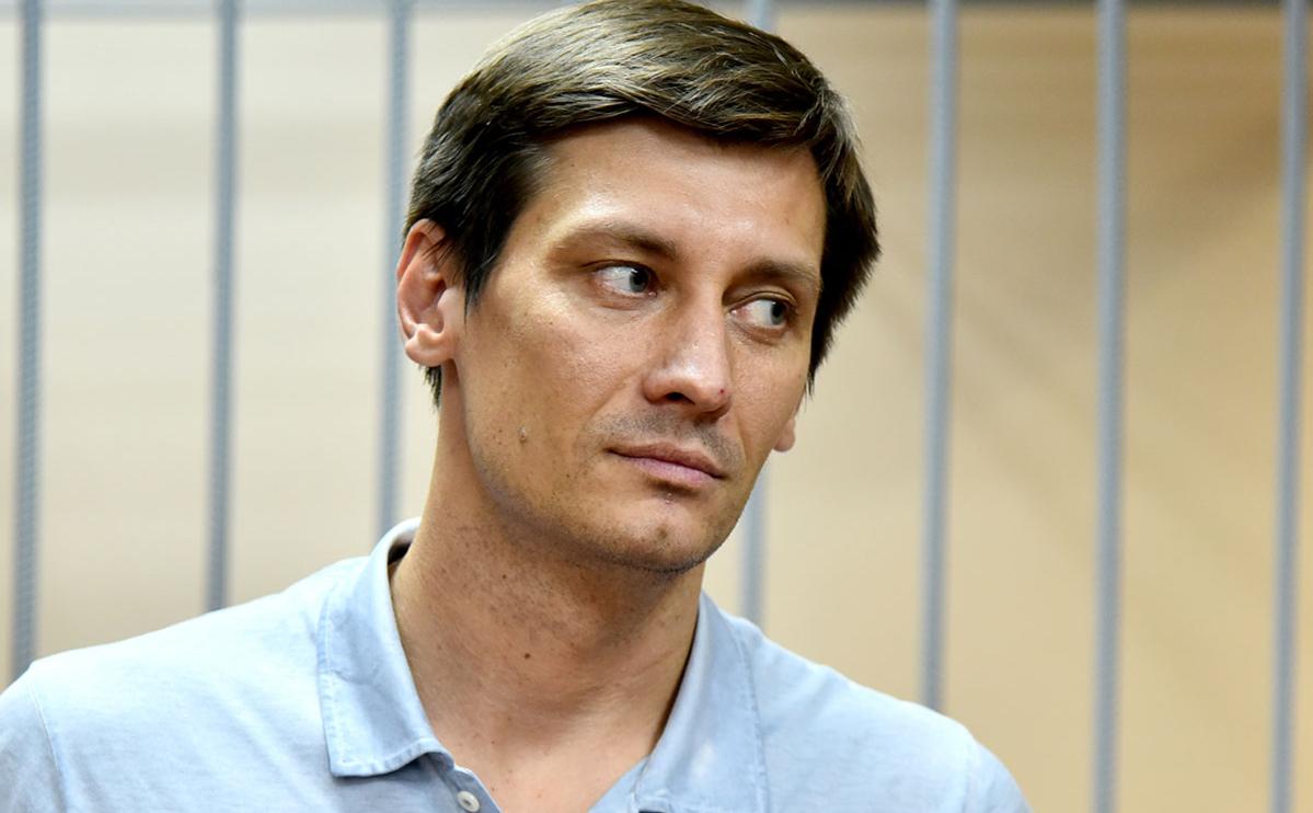 После обысков Гудков был задержан как подозреваемый