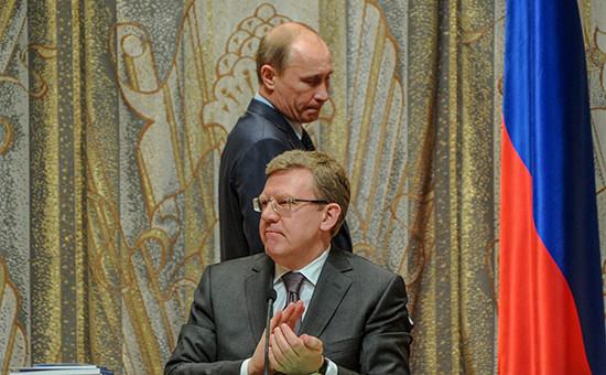 Экс-глава Минфина Алексей Кудрин и президент России Владимир Путин, апрель 2011 года