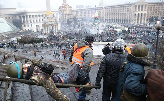 Пострадавший в ходе беспорядков на площади Независимости в Киеве. 20 февраля 2014 года