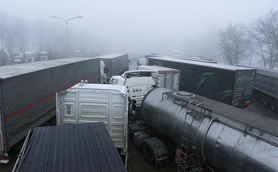 Украинские фуры натерритории многостороннего автомобильного пункта пропуска «Нехотеевка»