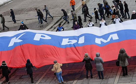 Во время митинга, приуроченного ковторой годовщине подписания договора овхождении Крыма иСевастополя всостав РФ