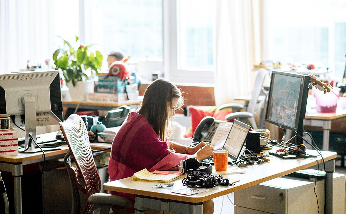 Сотрудник в офисе компании «Яндекс»