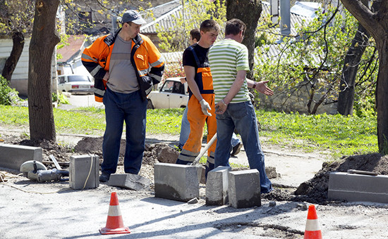 Затраты на установку бордюров могут превзойти стоимость тротуарной плитки, которую в Москве стали массово укладывать в 2011 году.
