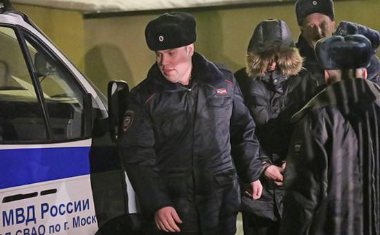 Подросток (в центре), открывший в феврале 2014 года стрельбу в школе в московском районе Отрадное