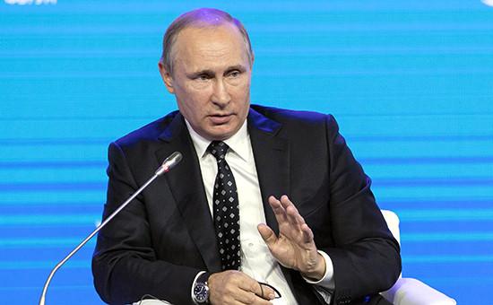 Президент России Владимир Путин напленарном заседании «Открывая Дальний Восток»