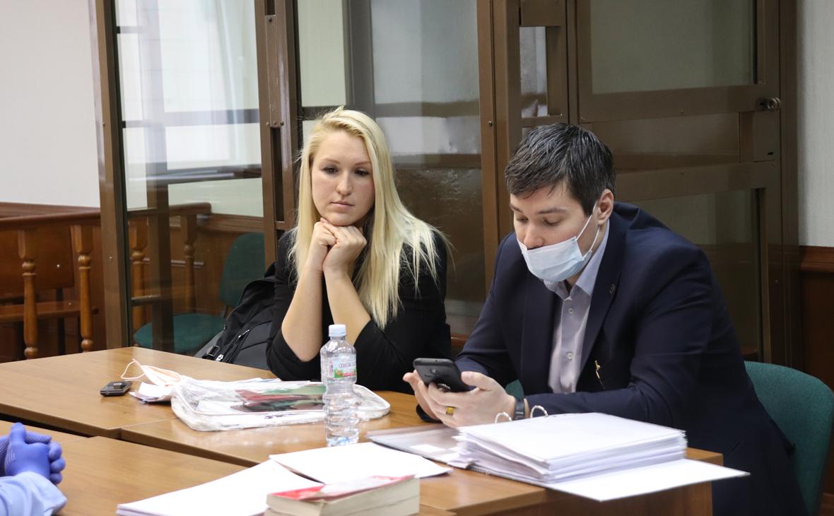 Анастасия Васильева (слева)