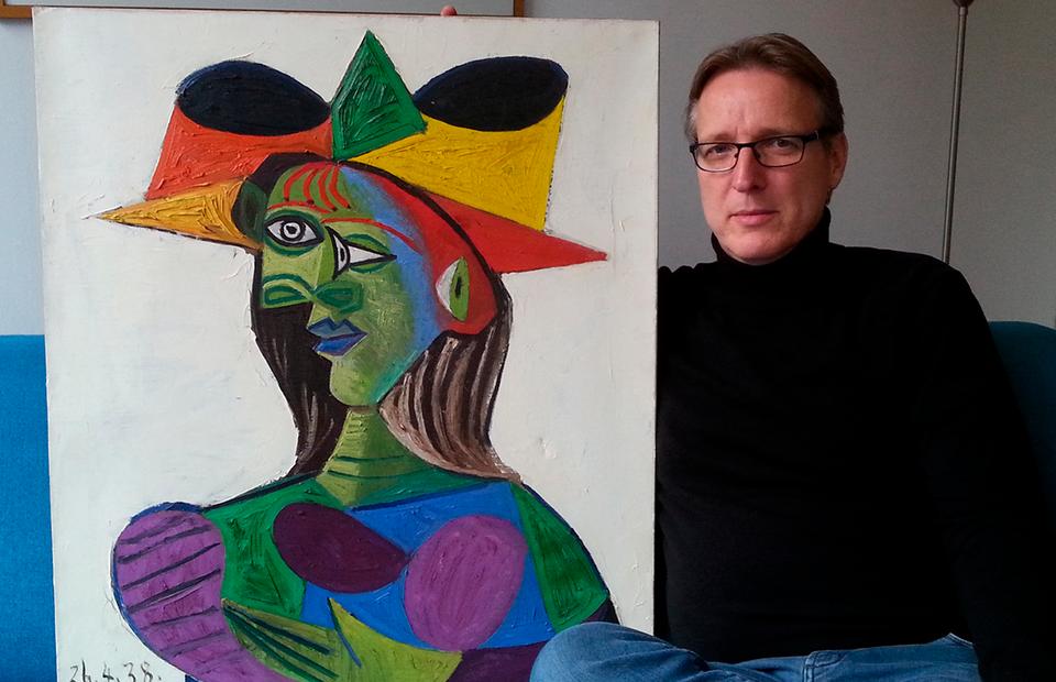 Артур Бранд с картиной Пабло Пикассо