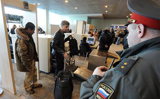 Досмотр пассажиров в аэропорту Домодедово