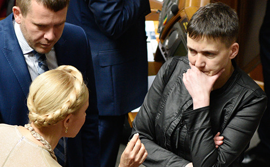 Лидер всеукраинского объединения «Батькивщина» Юлия Тимошенко (слева) идепутат Верховной рады Украины Надежда Савченко (справа)