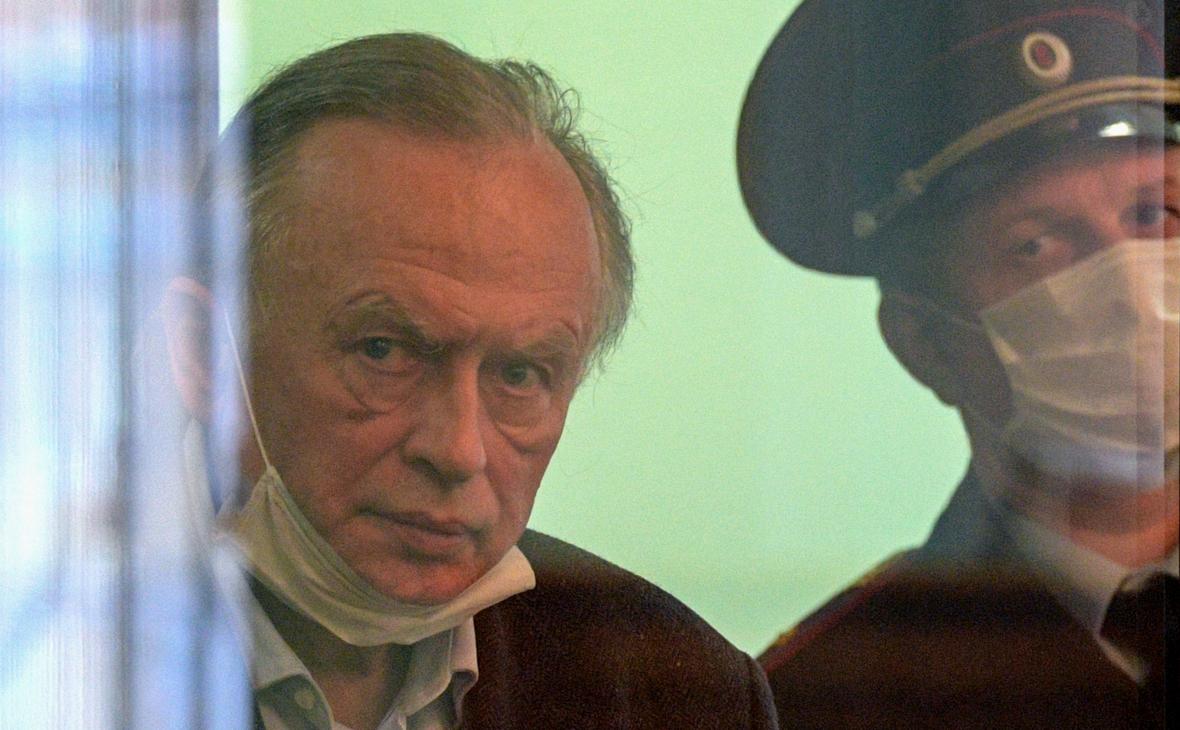 Олег Соколов (слева)