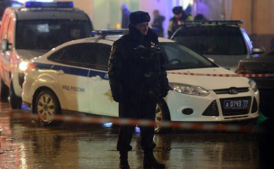 Сотрудник полиции наодной изулиц вМоскве