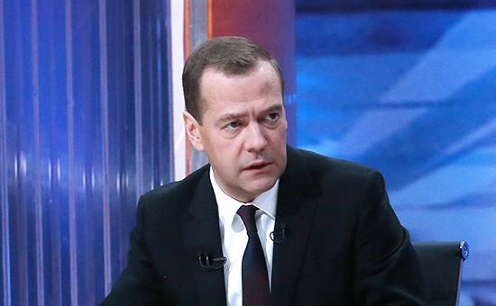Премьер-министр России Дмитрий Медведев во время интервью, посвященного итогам работы правительства в текущем году