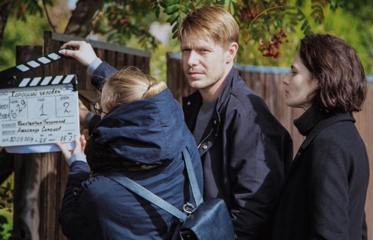 Никита Ефремов и Юлия Снигирь на съемках сериала «Хороший человек»