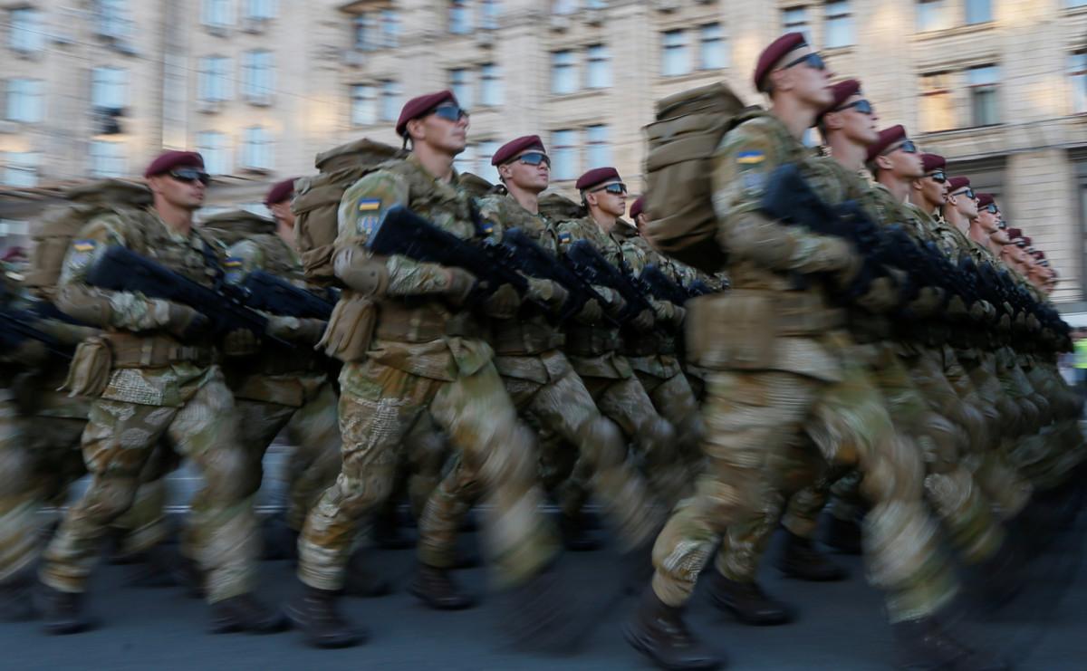 Украинские военнослужащие на военном параде в Киеве