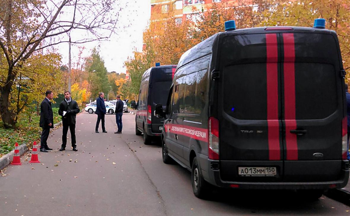 Автомобили СК РФ у места убийства следователя по особо важным делам Евгении Шишкиной