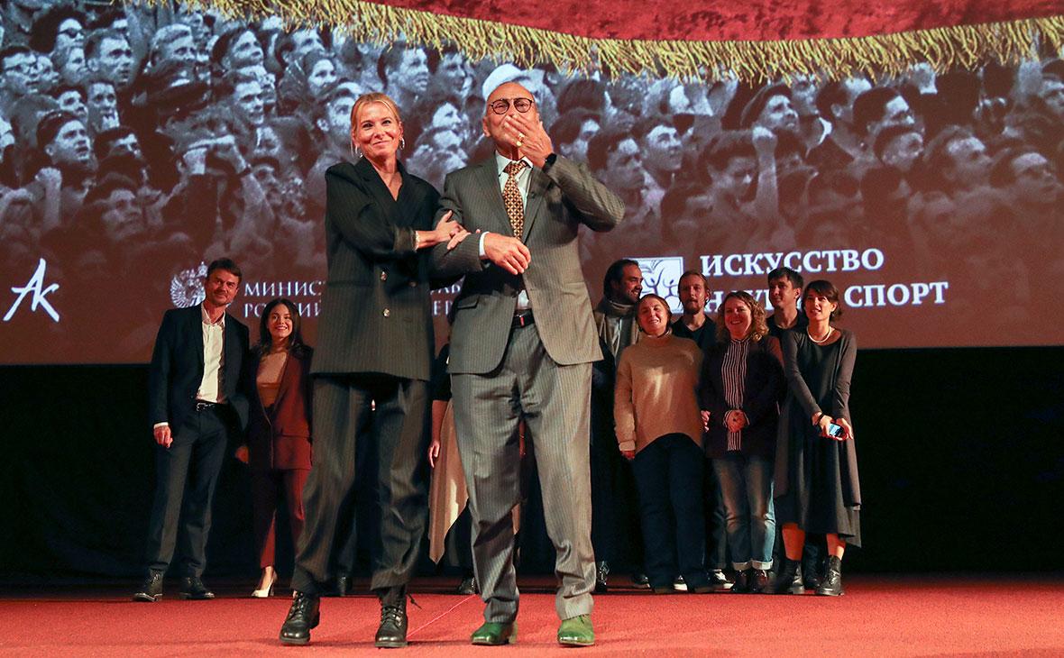 Андрей Кончаловский и актриса Юлия Высоцкая на премьере фильма «Дорогие товарищи!»