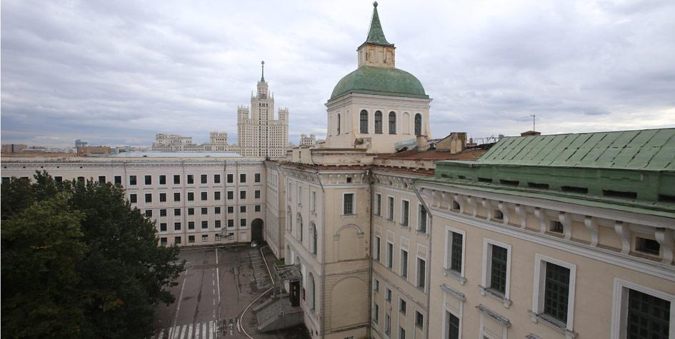 Главное здание ансамбля Императорского Воспитательного дома. До 2013 года в зданиях базировалась Военная академия РВСН