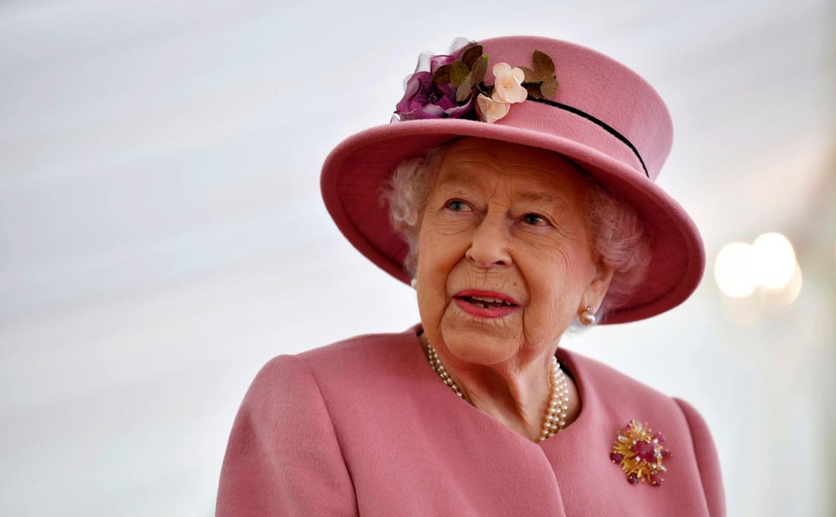 В Лондоне опровергли сообщения о попытке королевы скрыть свое состояние