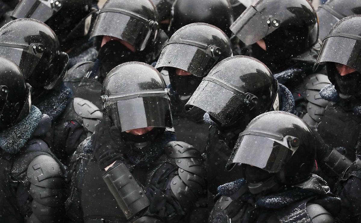 В МВД сочли обоснованными действия доставшего на акции оружие силовика