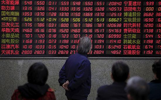 Электронное табло на бирже в Шанхае