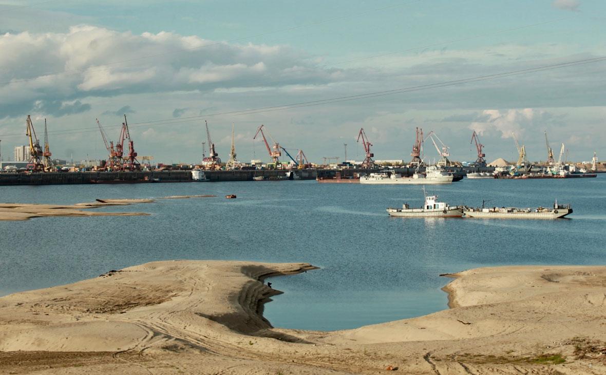 Река Лена. Вид на Якутский речной порт
