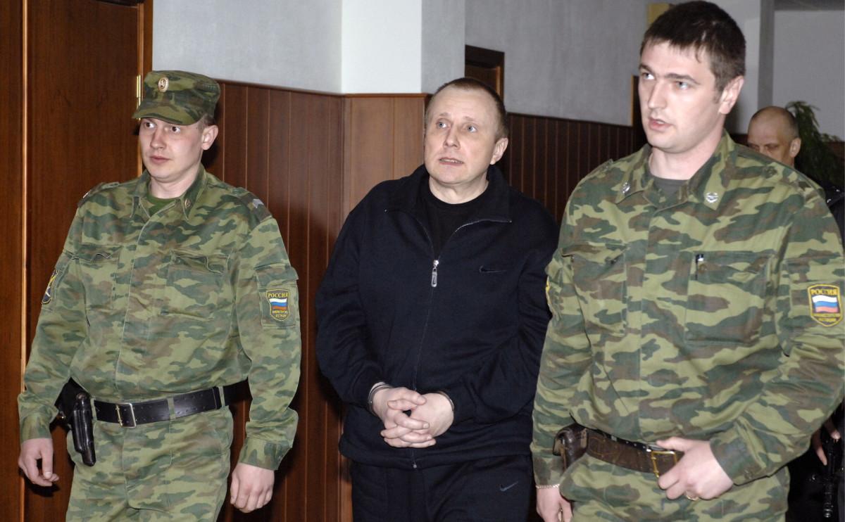 Алексей Пичугин (по центру)